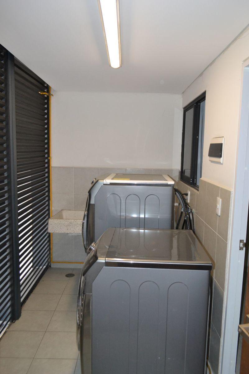 8 de 23: Área de lavandería + cuarto y baño de servicio