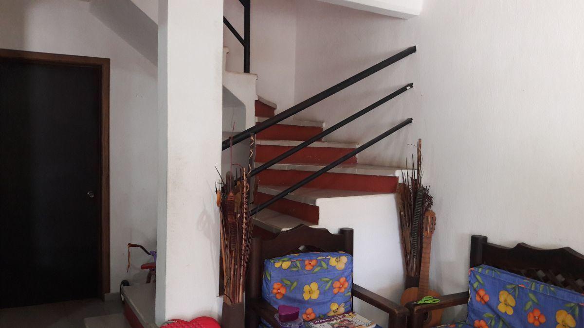 9 de 16: Escaleras a planta alta