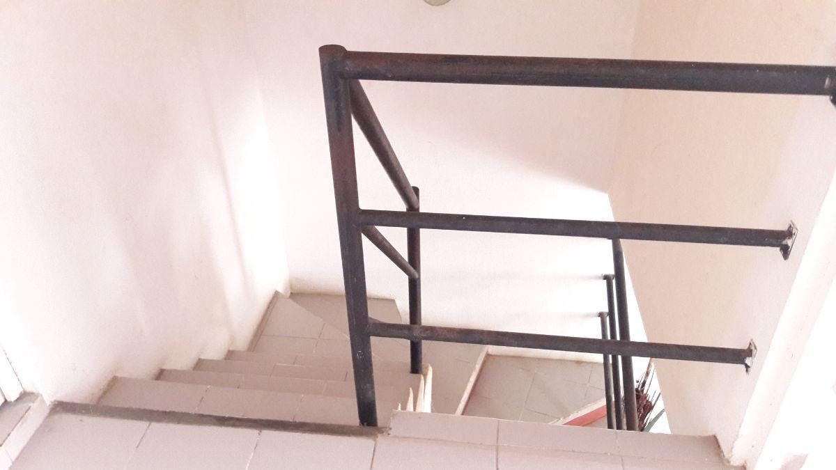 15 de 16: Escaleras desde planta alta