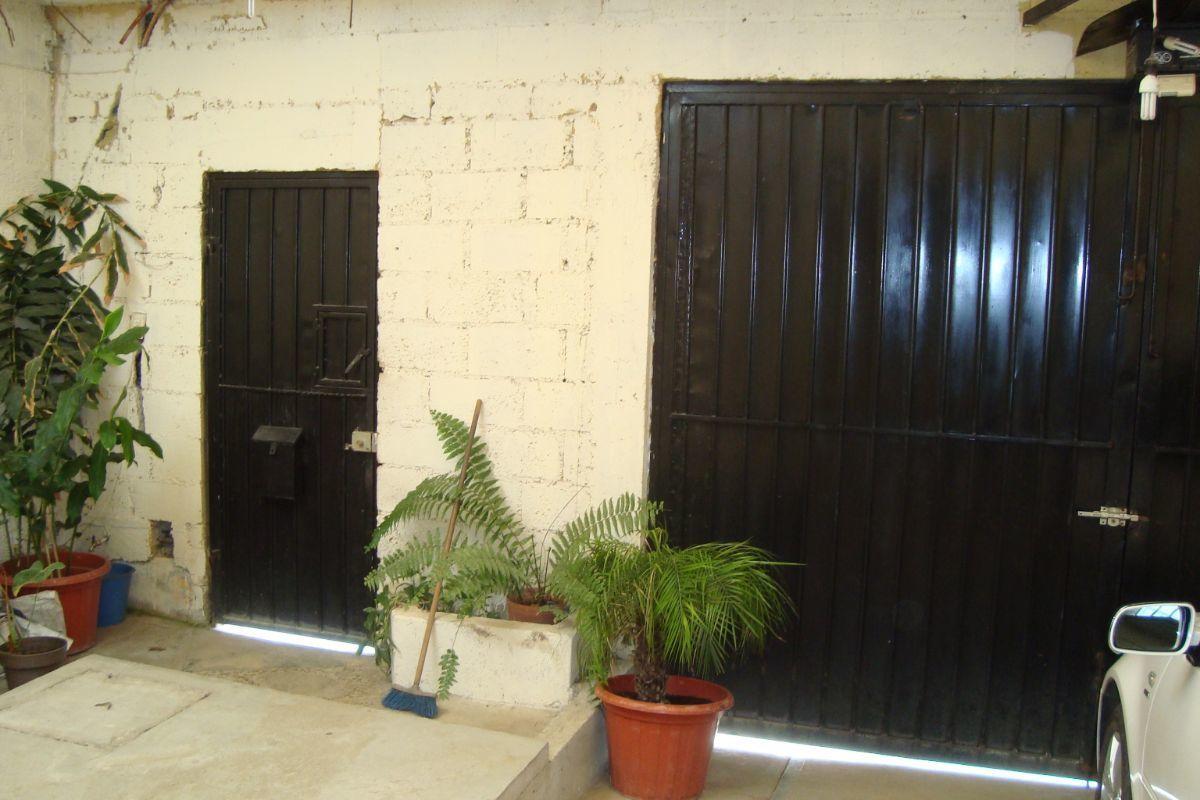 4 de 16: Garaje con portón eléctrico