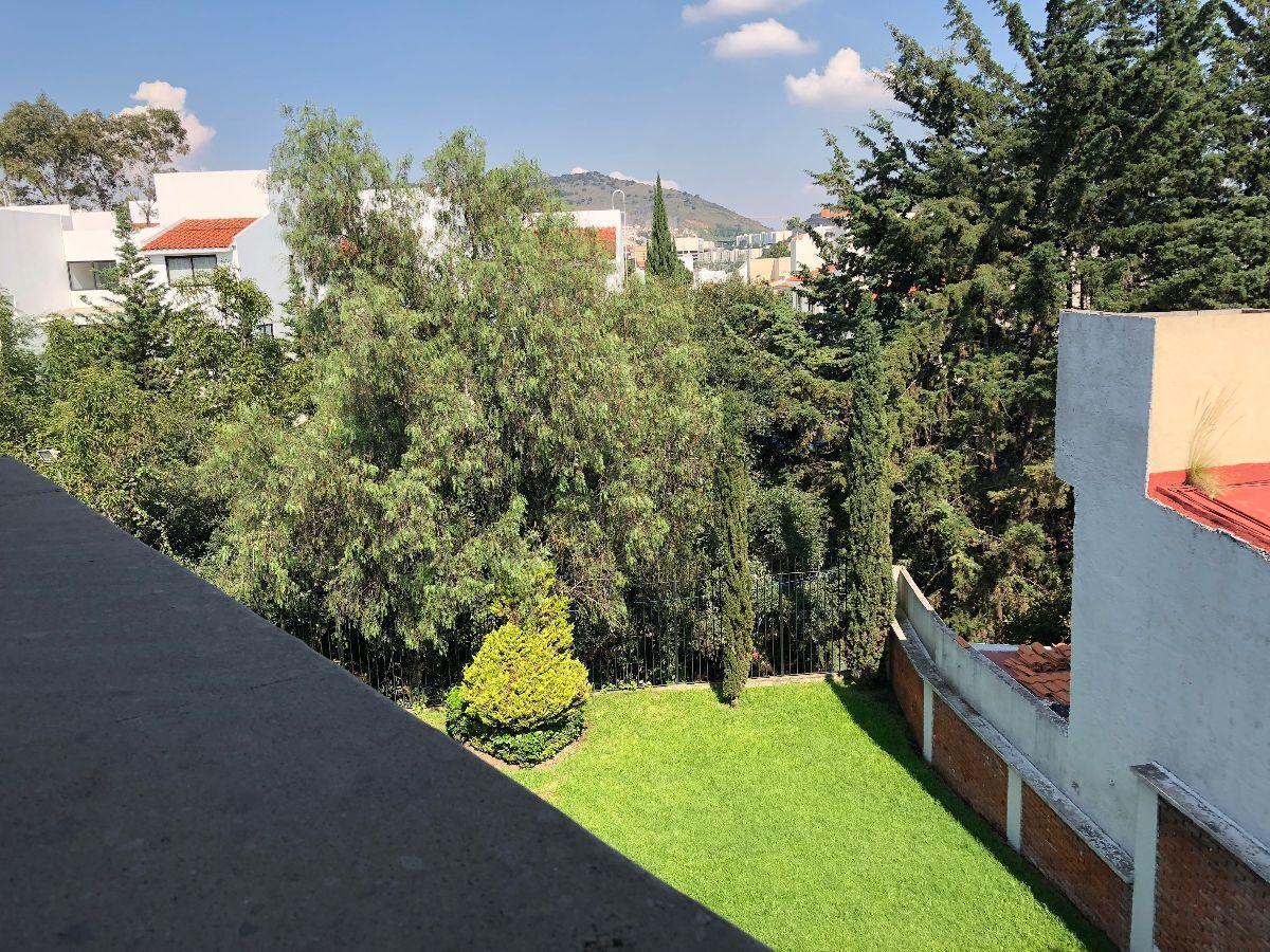 33 de 49: Vista de jardín desde terraza