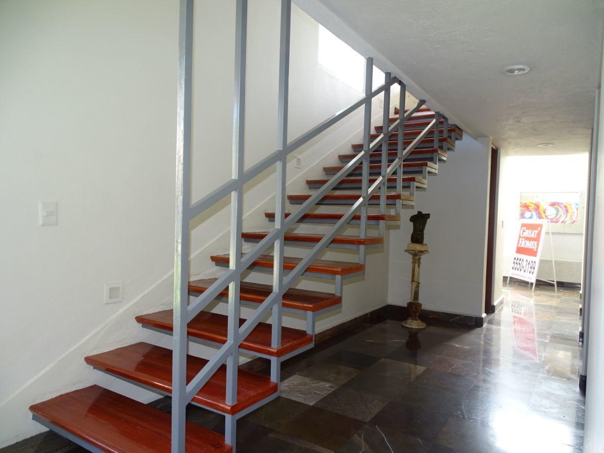 9 de 35: Escalera a segundo nivel