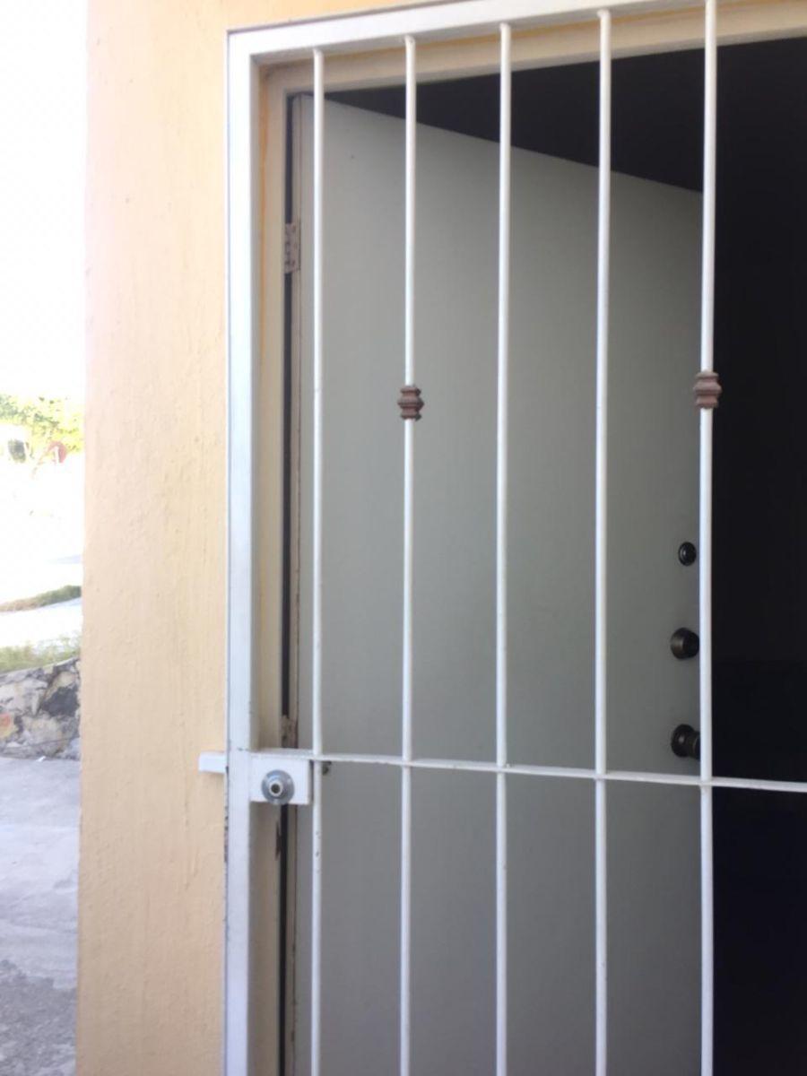 2 de 8: Protecciones en puerta y ventana.