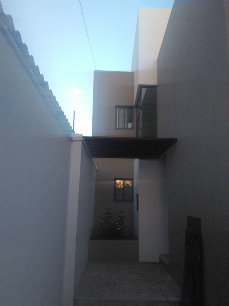 17 de 18: Pasillo en fachada interior