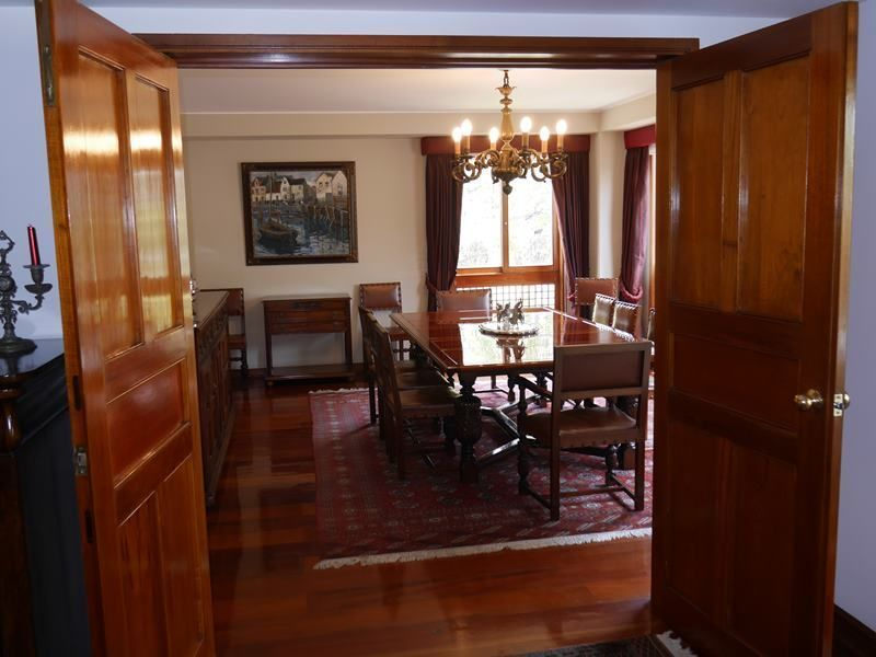 8 de 26: Vista desde la sala hacia el comedor privado