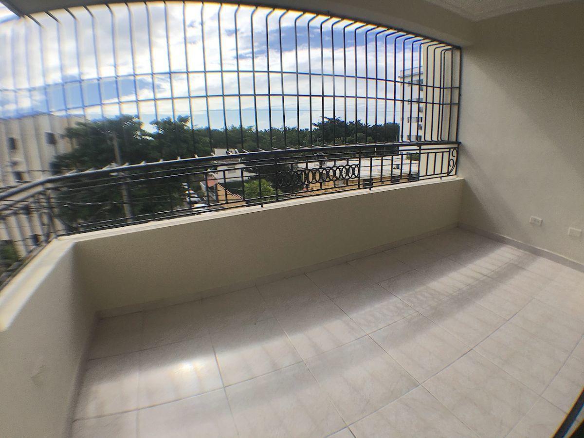 3 de 15: Amplio balcón con orientación SUR