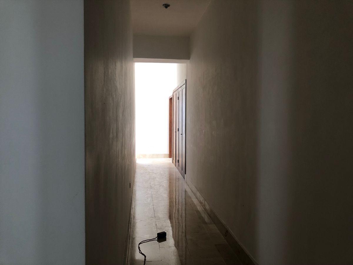 12 de 24: Pasillo a las habitaciones