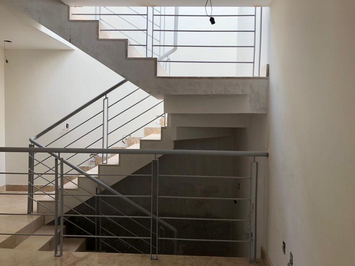 19 de 20: Escalera de acceso al departamento