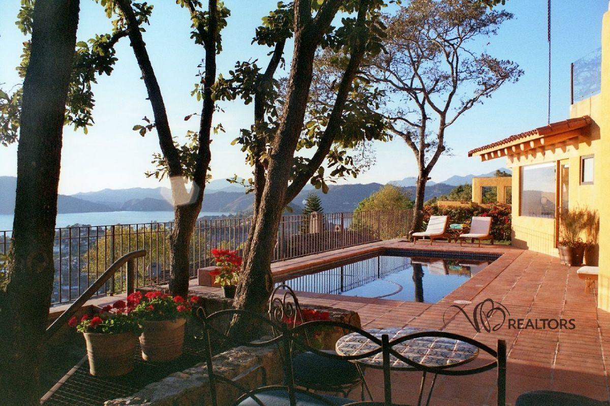 1 de 17: Fachada frente al lago. hermosa terraza y vistas inigualable