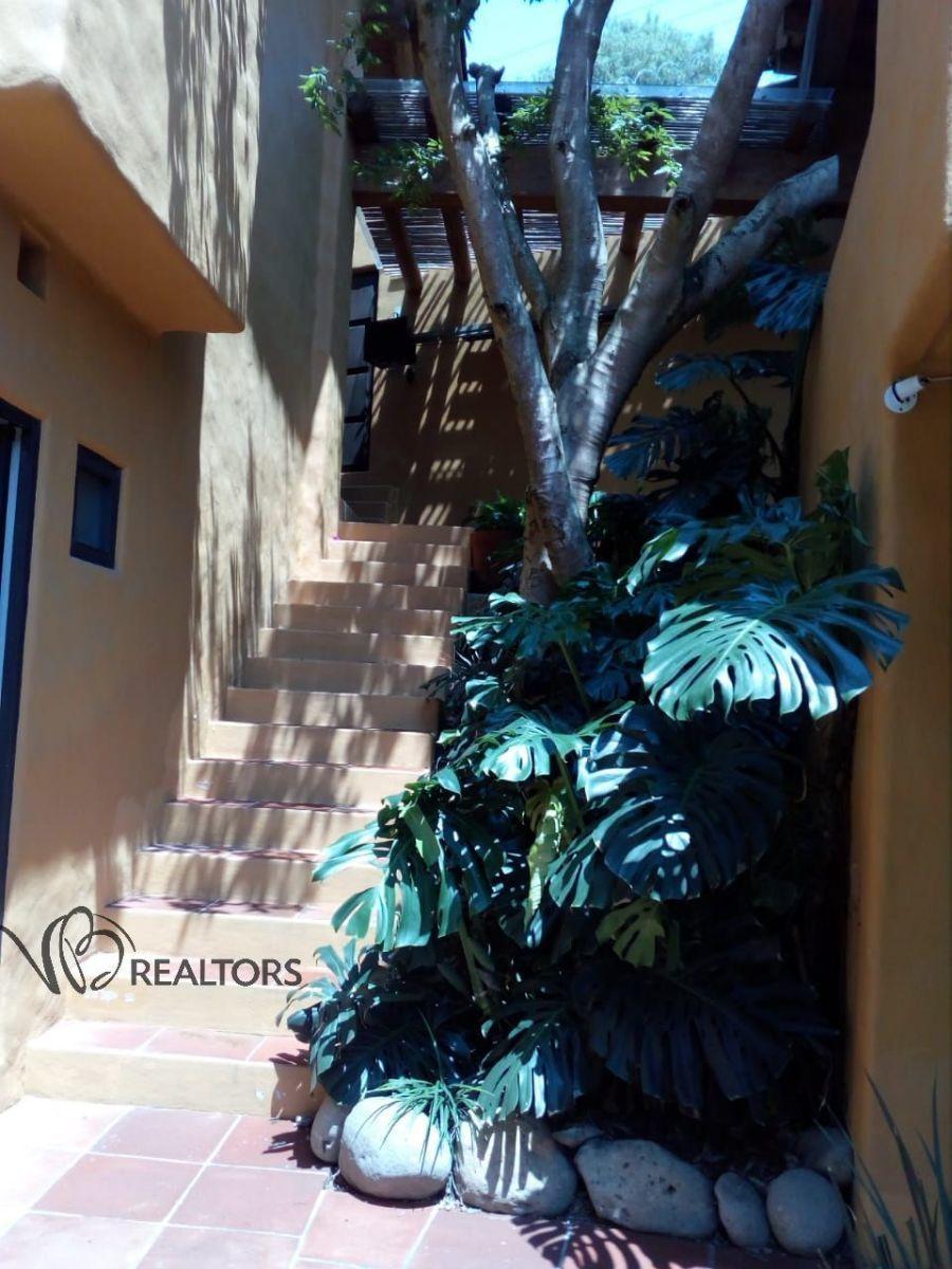 17 de 17: Escalera que nos conduce del garage  a la área de alberca