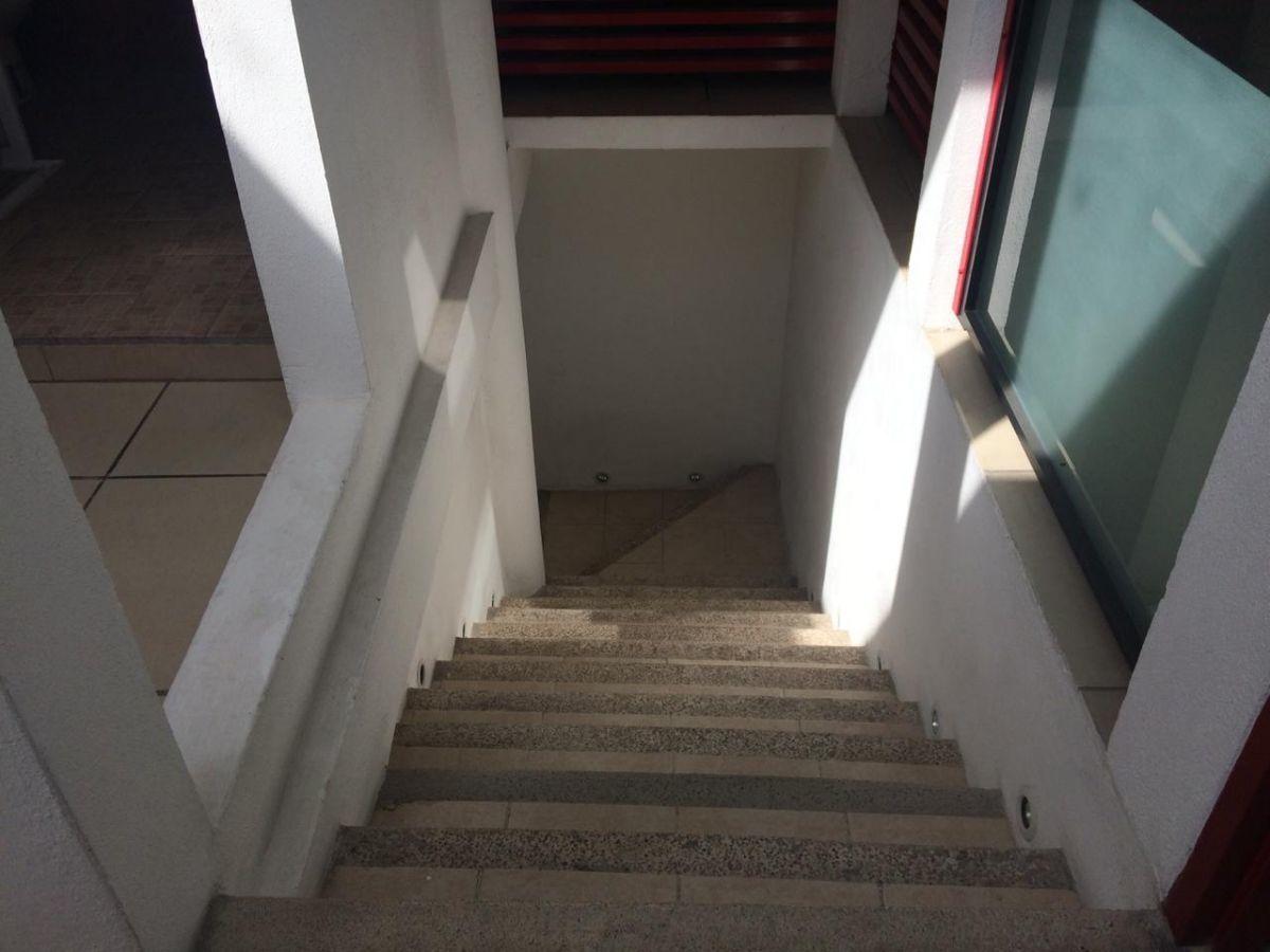 24 de 33: Escaleras 2 planta.