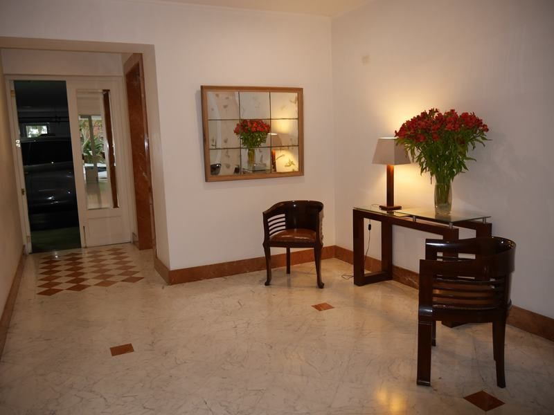 15 de 17: Elegante Lobby del edificio de pocos vecinos