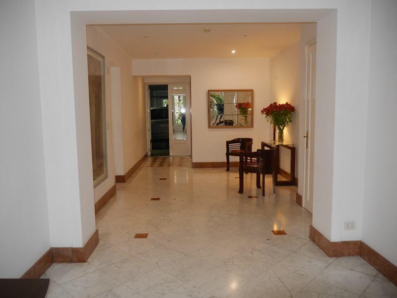 16 de 17: Elegante Lobby del edificio de pocos vecinos