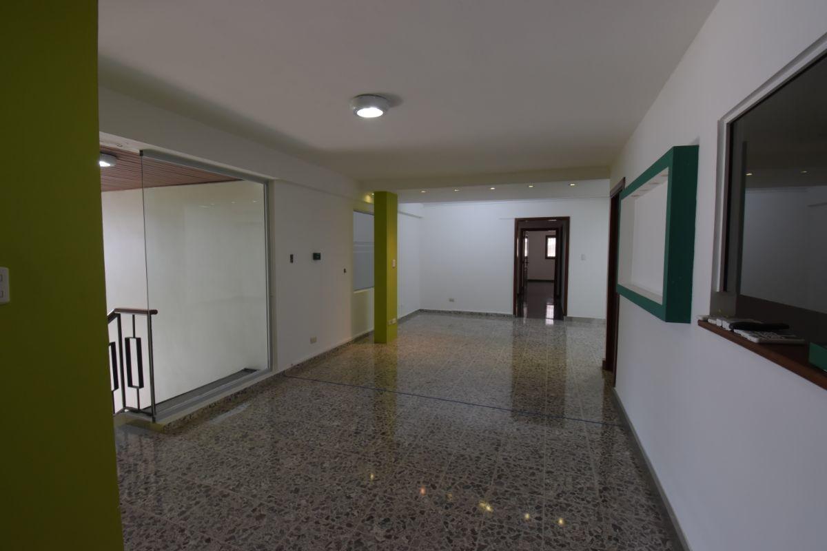 3 de 3: acceso común de la plaza