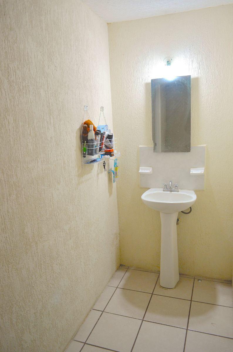 17 de 18: Medio baño en planta baja