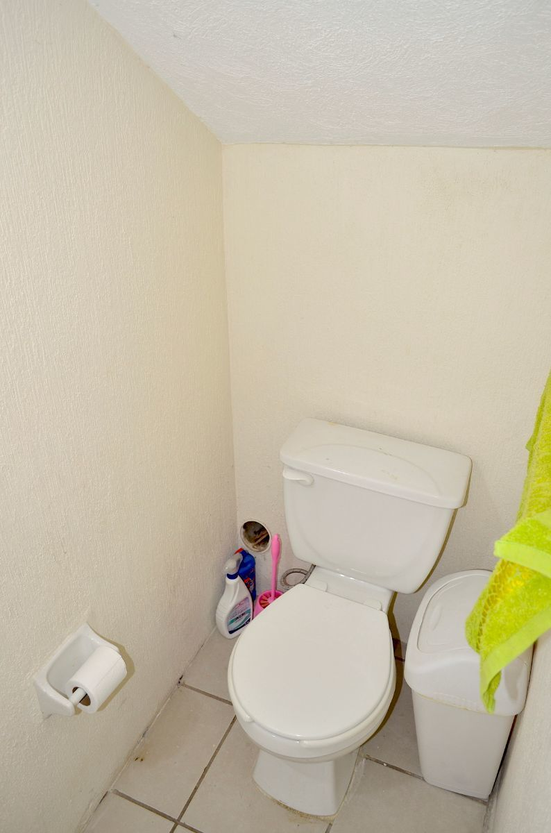 8 de 18: Medio baño en planta baja