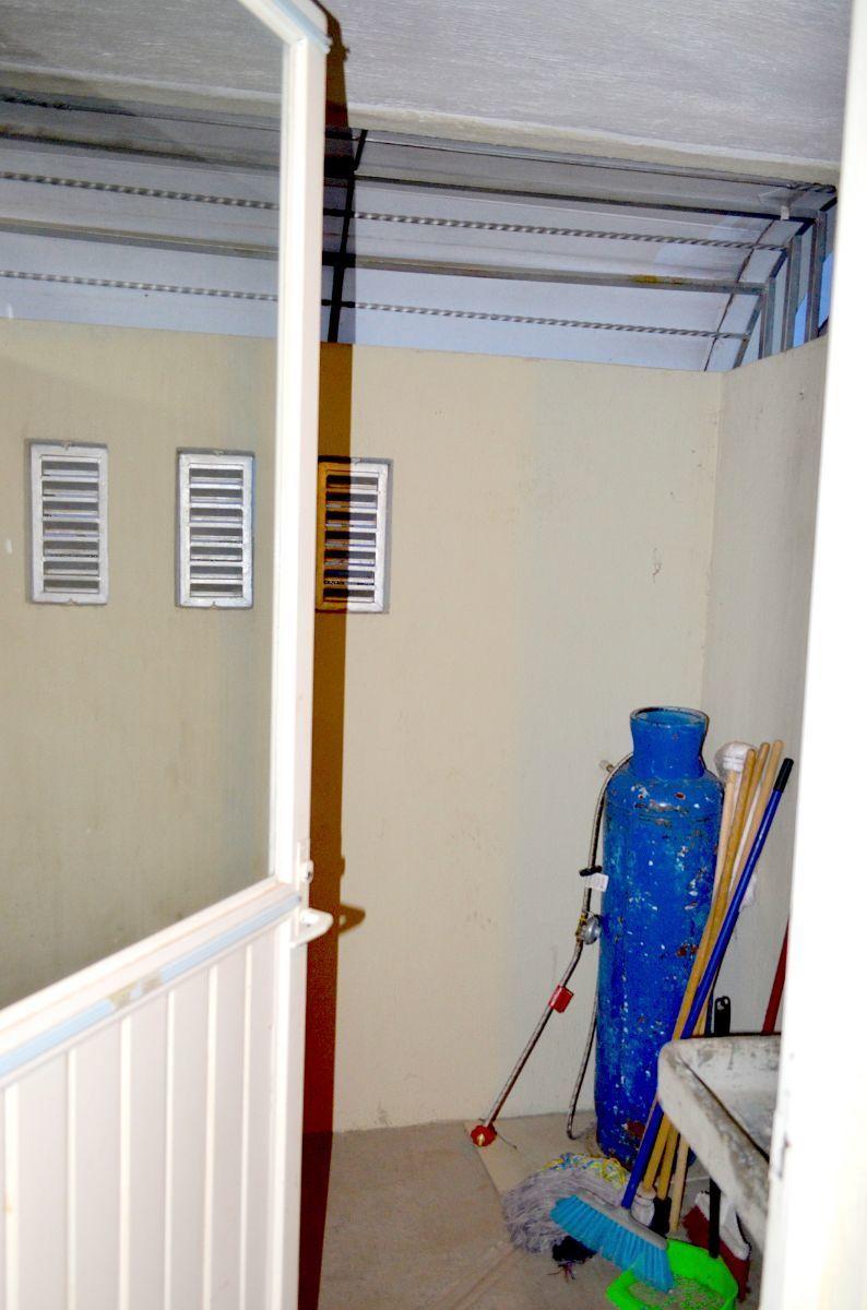 10 de 18: Cuarto de lavado techado