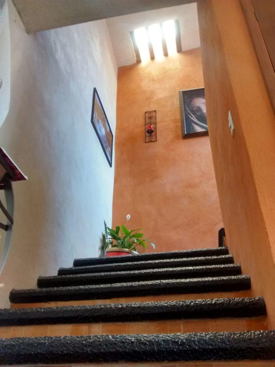 11 de 22: Escaleras a planta alta