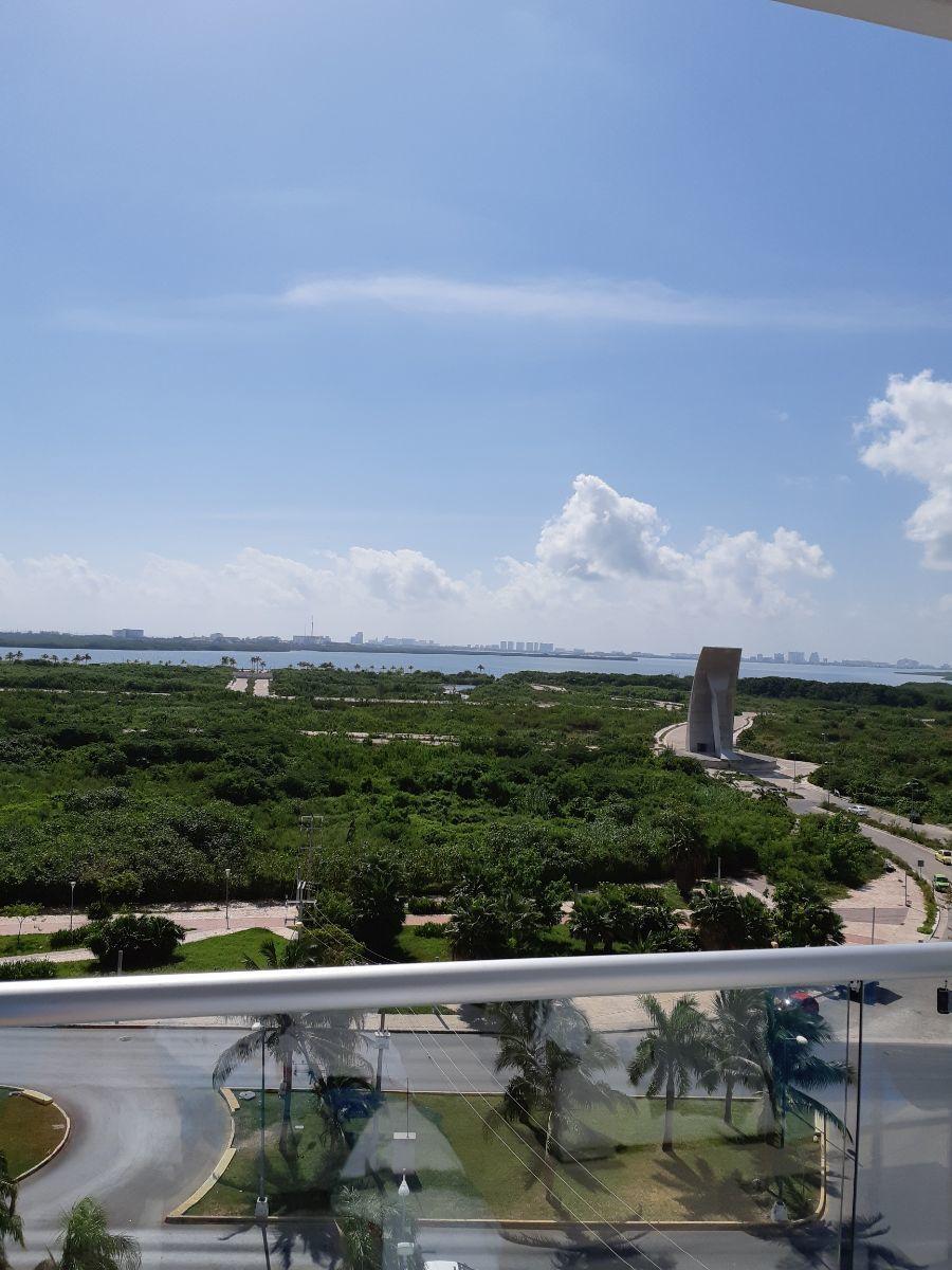 3 de 6: balcon con vista al mar y laguna