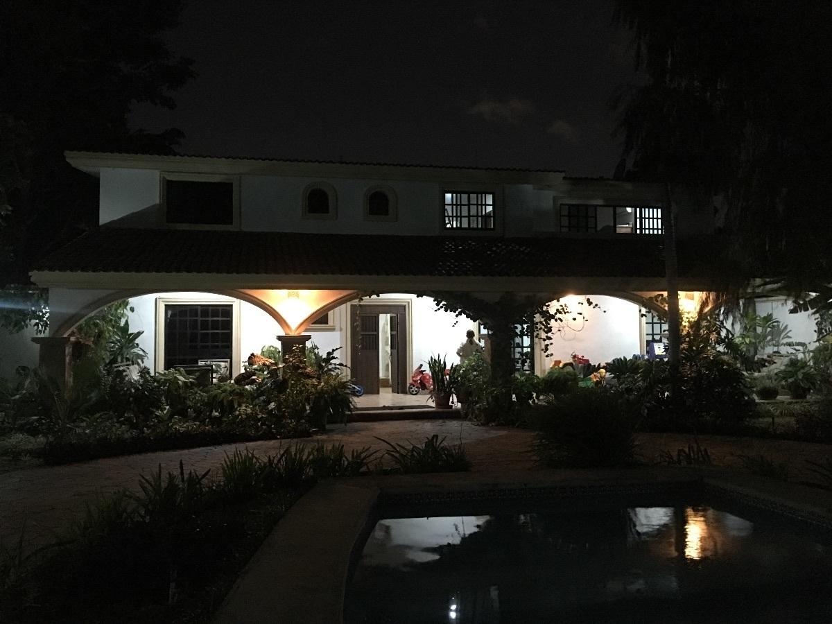 6 de 9: vista de la casa de noche