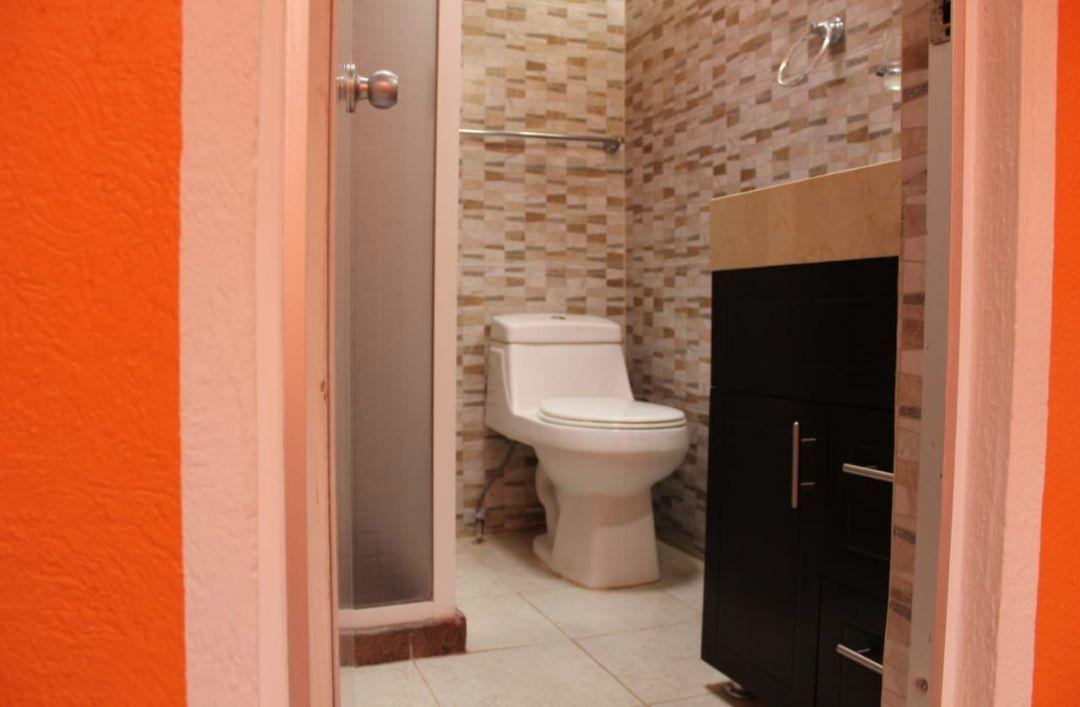 16 de 17: baño pasillo