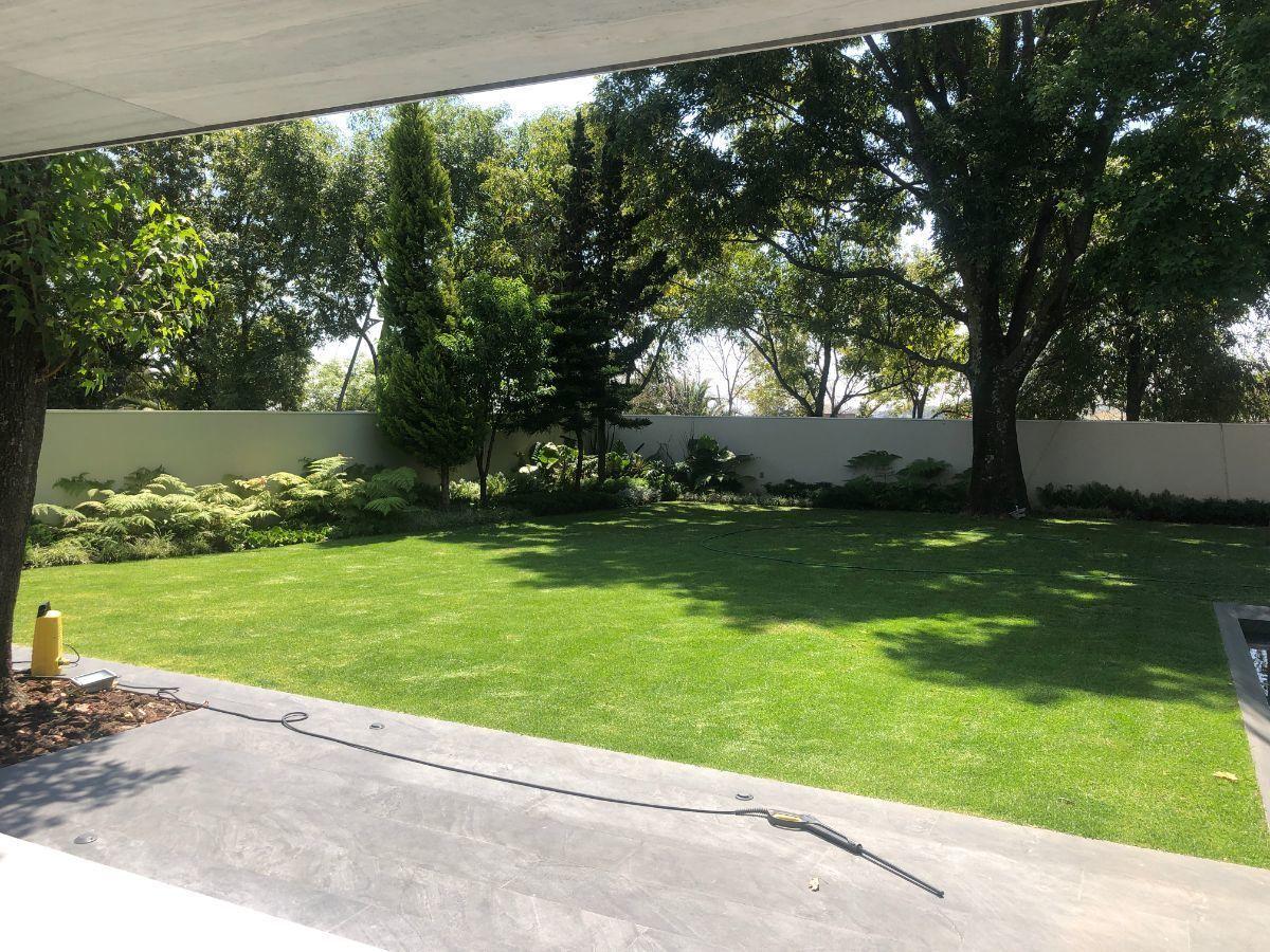 3 de 41: Vista desde el jardín