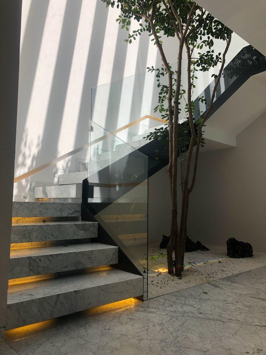 16 de 41: Escaleras a segundo nivel