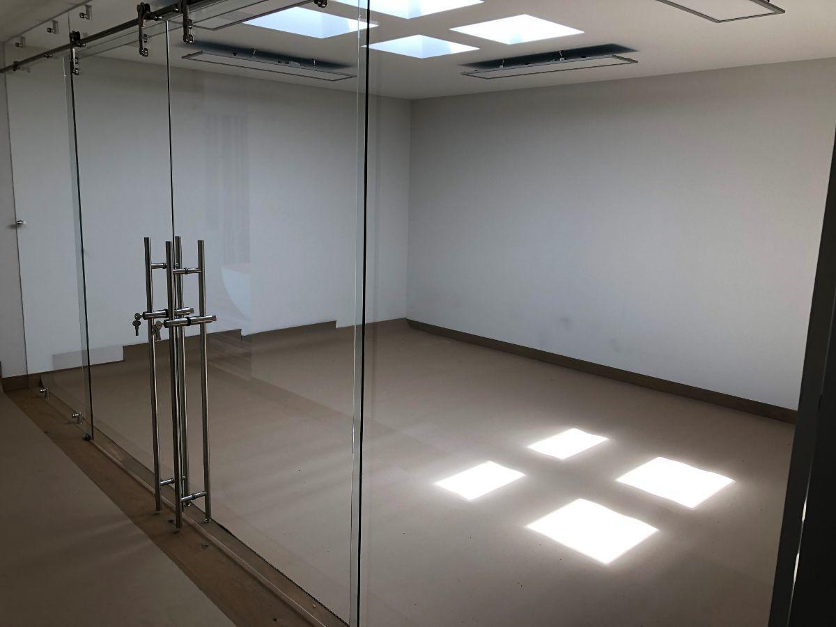 27 de 41: Sala de usos múltiples privada