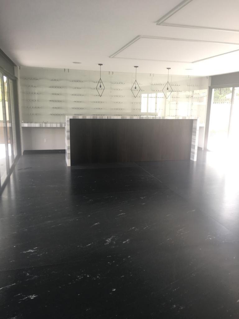 39 de 41: Sala de usos múltiples con Bar