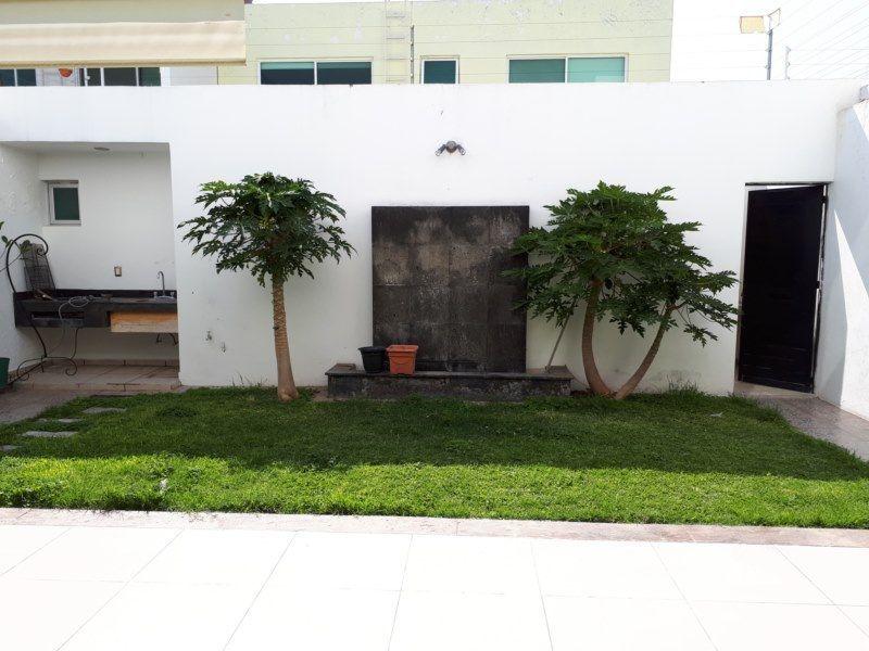 3 de 17: jardin posterior