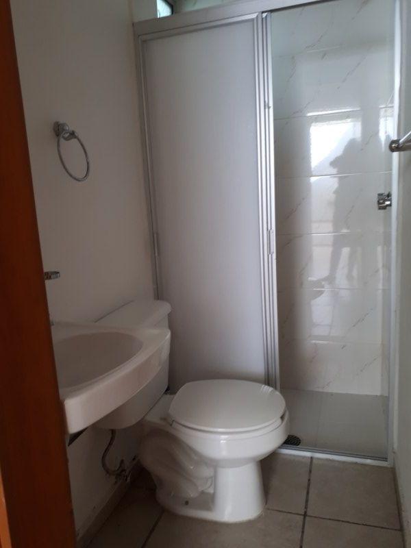9 de 17: baño de servicio