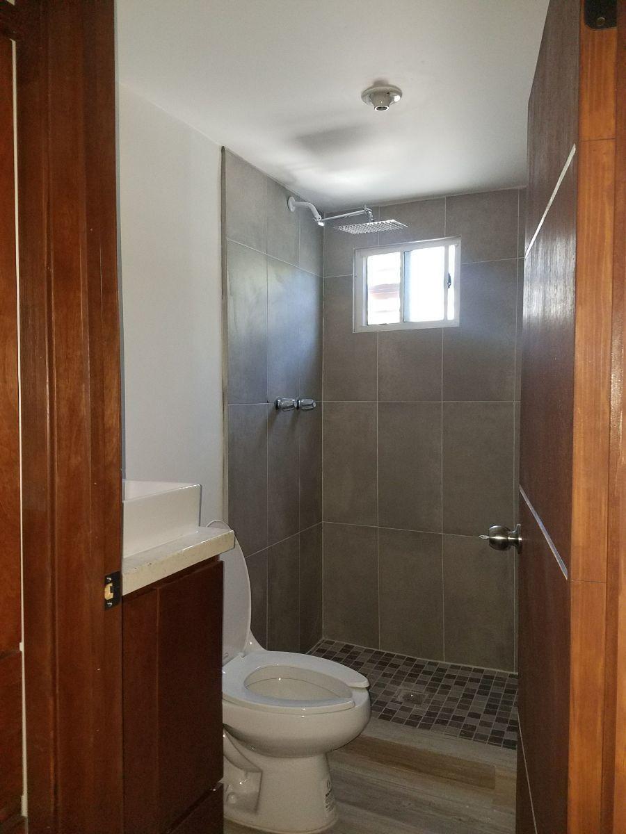 13 de 19: Baño completo dentro de recámara principal
