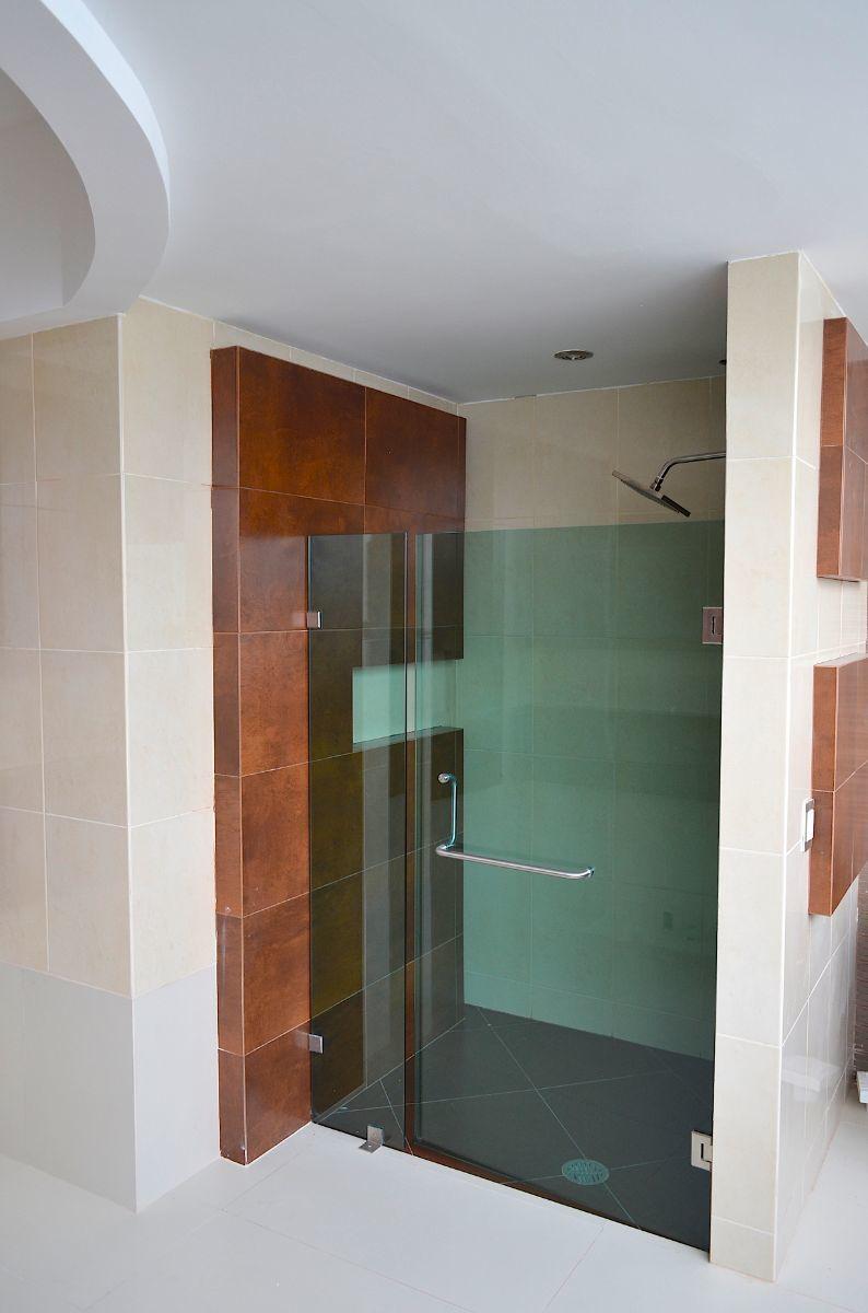 25 de 42: Baño principal.