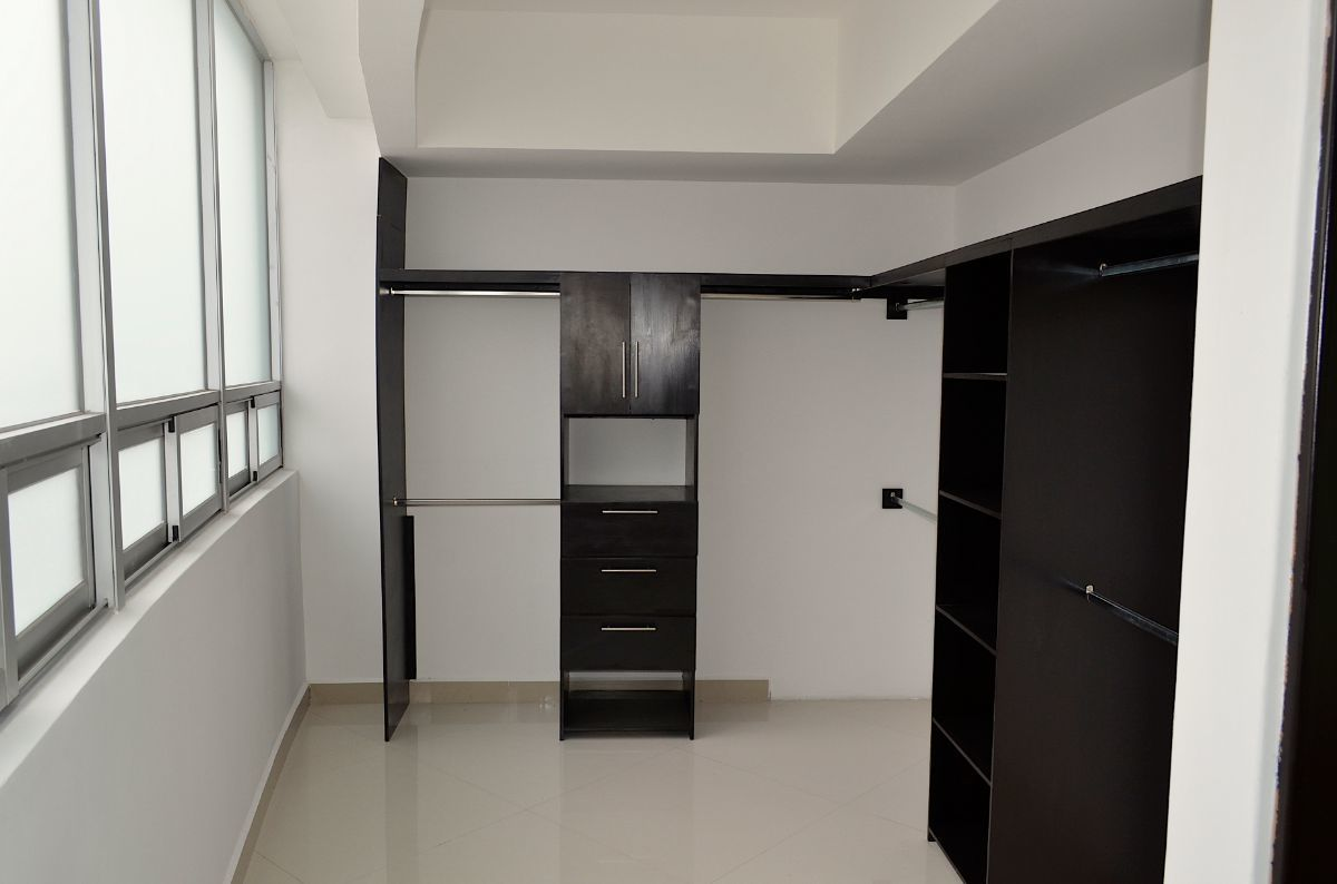 26 de 42: Amplio Walking closeth.