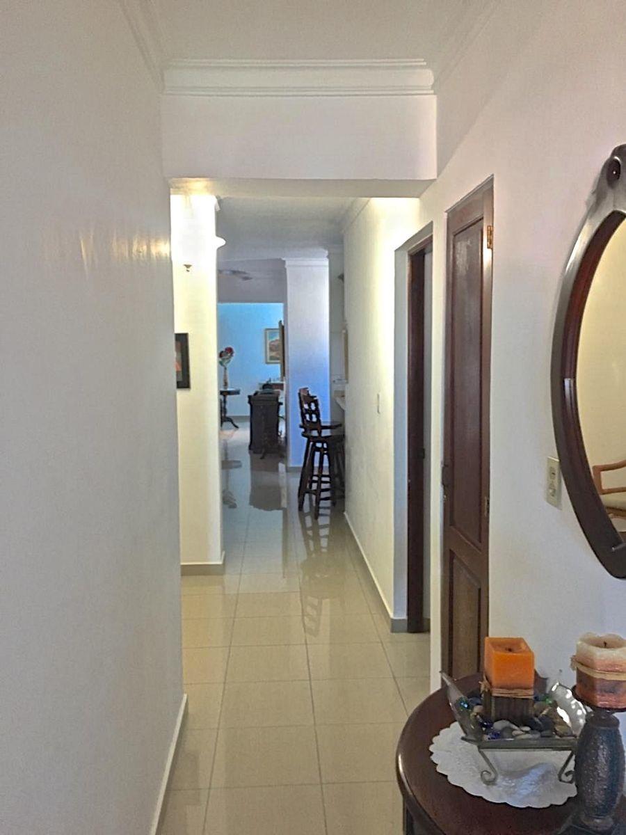 9 de 41: Pasillo de acceso a las habitaciones