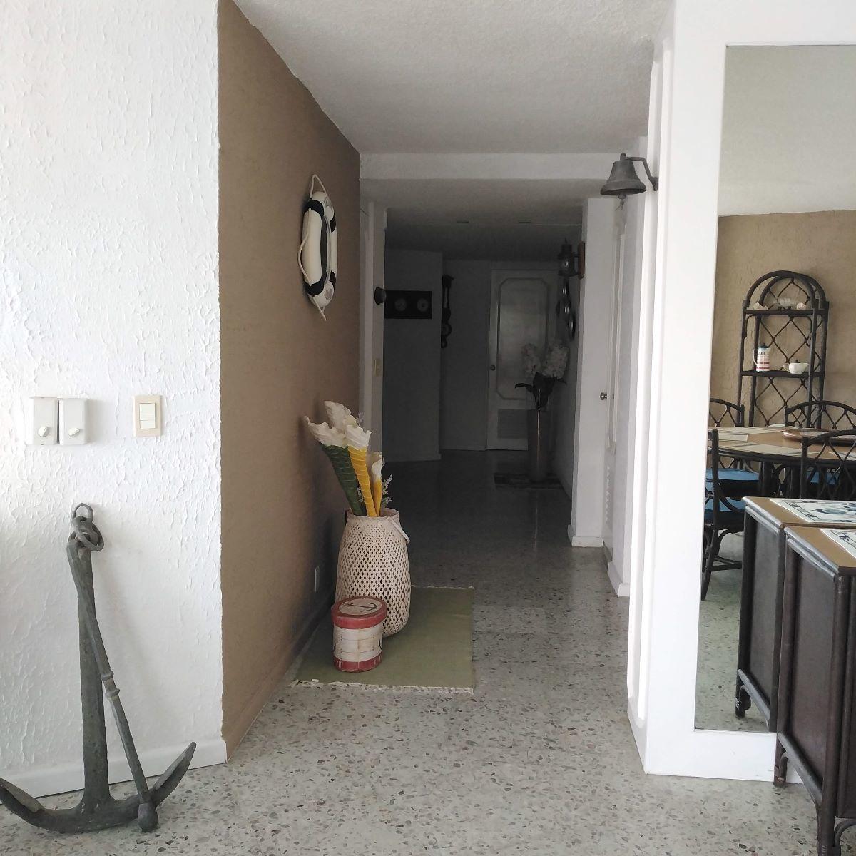 16 de 24: pasillo hacia las recámaras