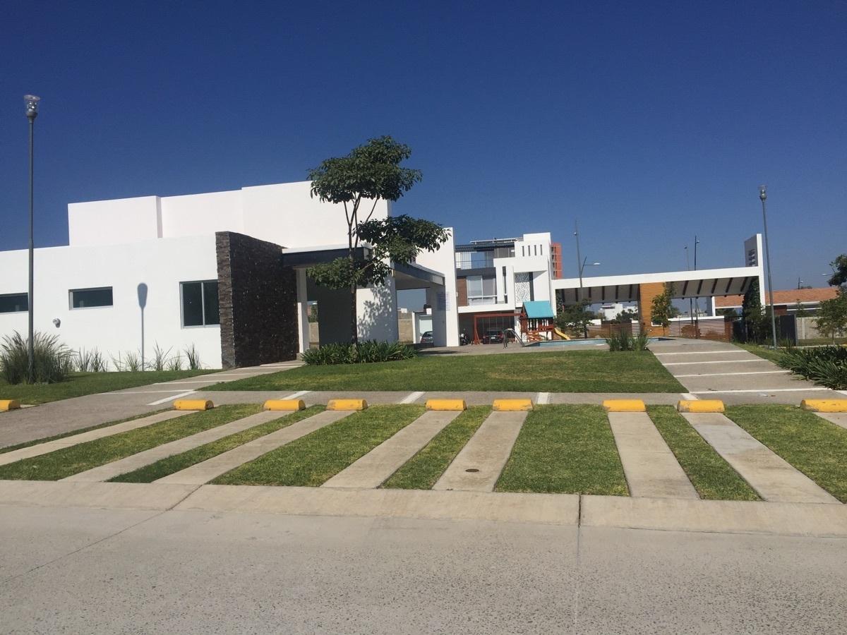 34 de 45: ESTACIONAMIENTO DE VISITA CASA CLUB