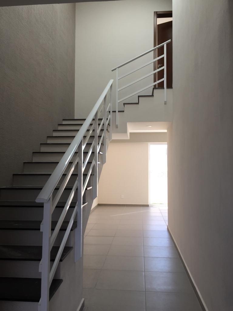 4 de 45: ingreso con gran escalera de màrmol