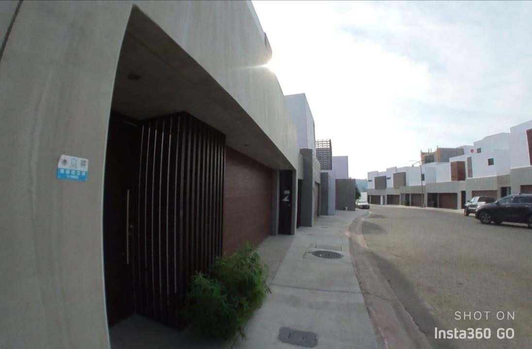 2 de 29: Calle amplia de la privada