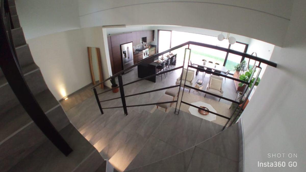 15 de 29: Bajando hacia primer piso