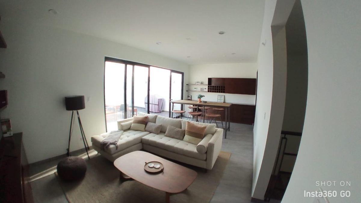 25 de 29: Tercer piso area de tv con terraza