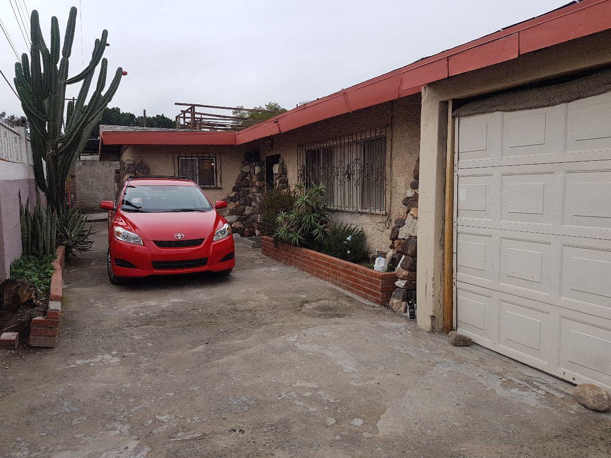 3 de 12: Estacionamiento acceso principal