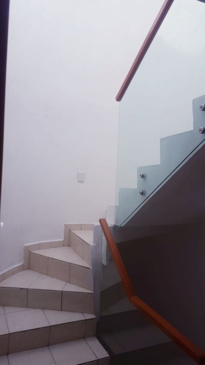 16 de 24: escalera