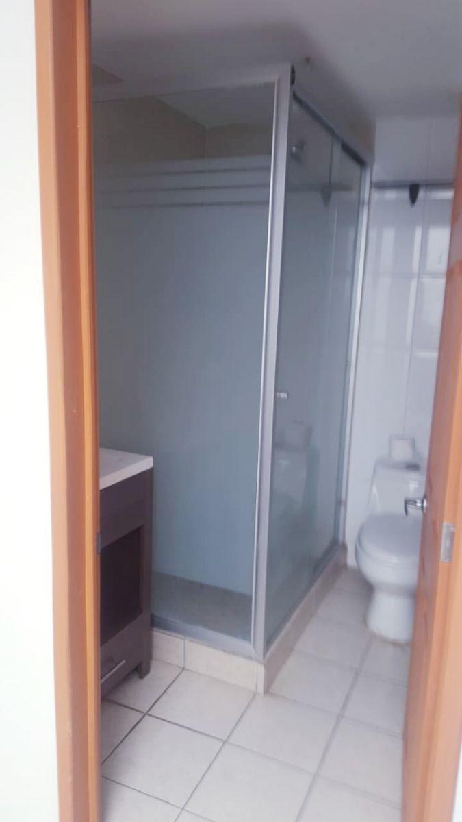 17 de 24: baño primer piso