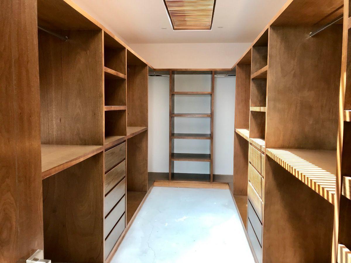 20 de 27: Walking closet