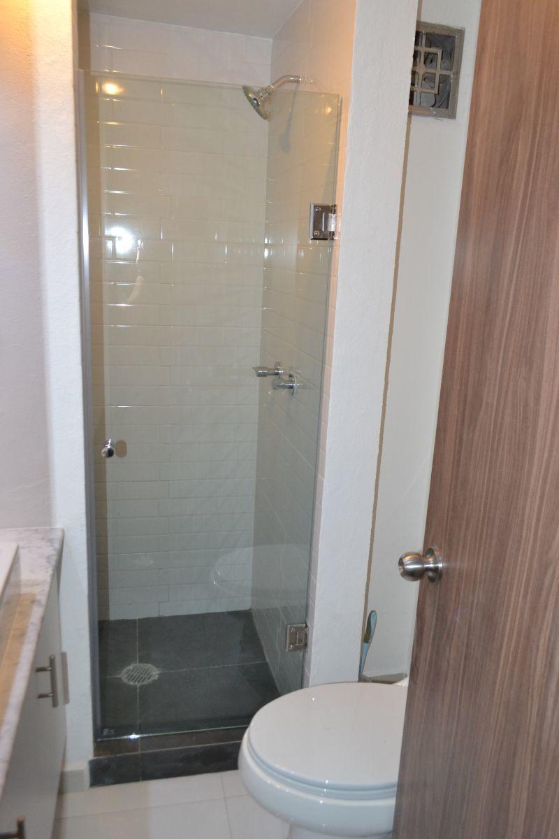 10 de 17: Baño visitas / Recámaras 1 y 2