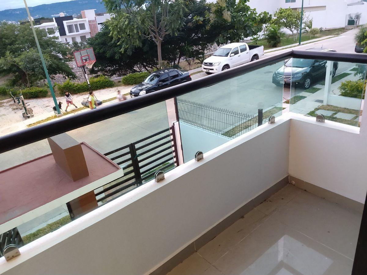 10 de 14: Balcón en recámara principal