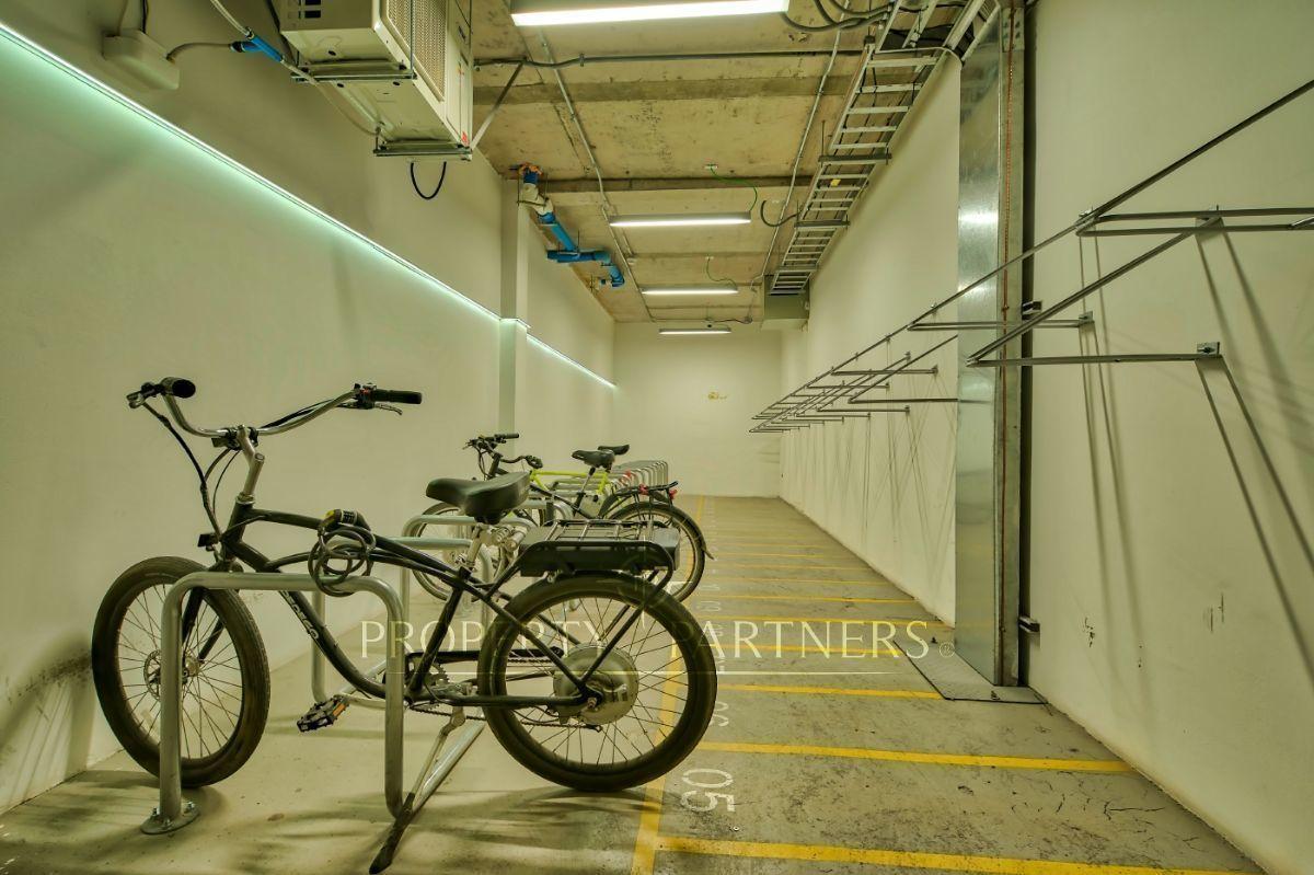 12 de 14: Estacionamiento bicicletas.
