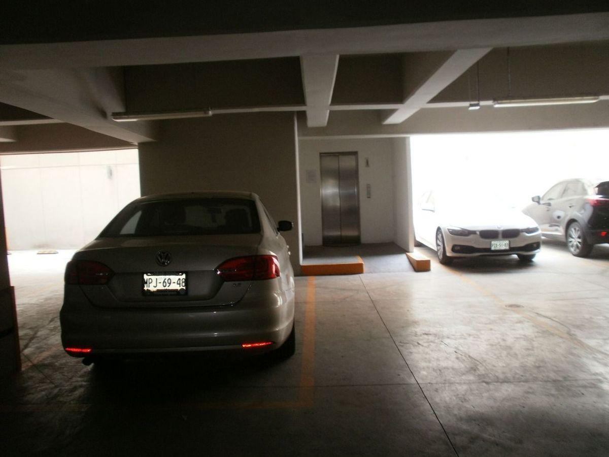 9 de 26: estacionamiento