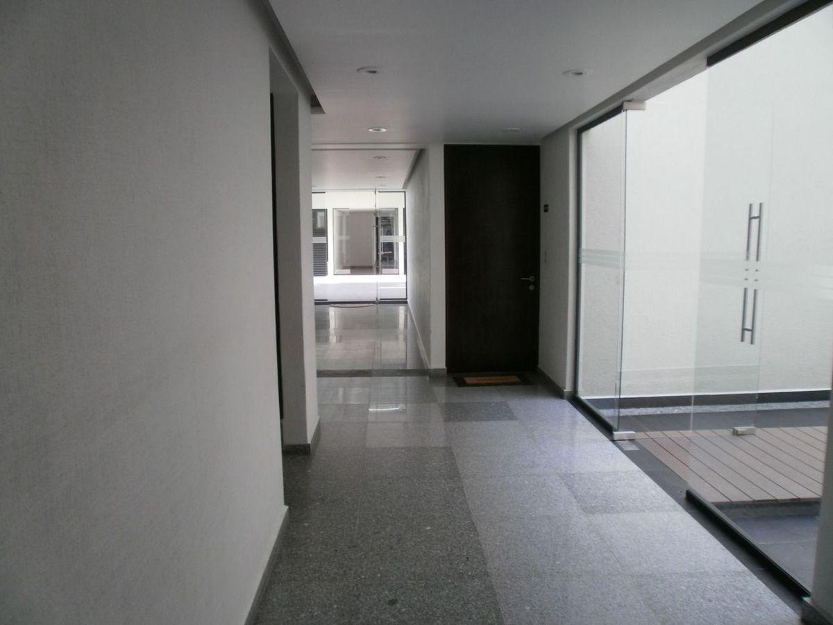 11 de 26: pasillo interior